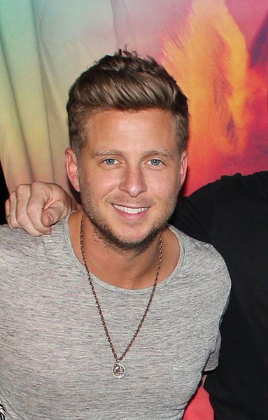 https://commons.wikimedia.org/wiki/File:RyanTedderphotocall.jpg