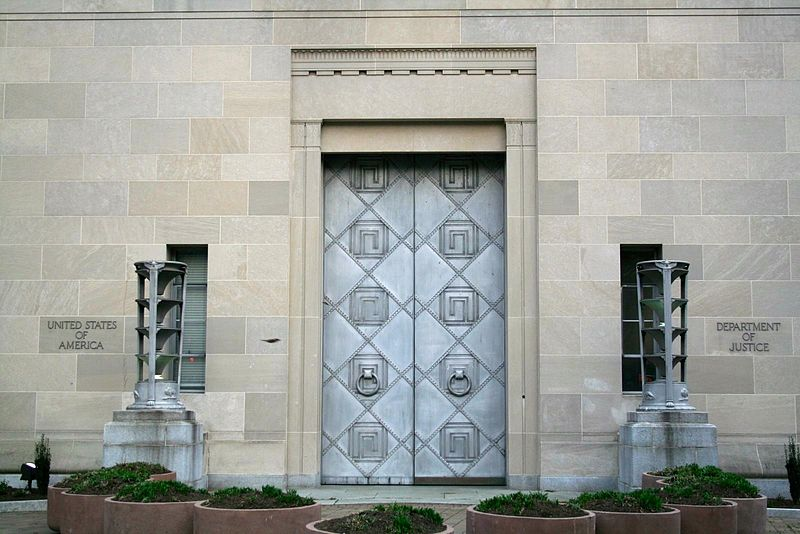 https://commons.wikimedia.org/wiki/File:Robert_F._Kennedy_Department_of_Justice_Building_-_large_entrance_doors_-_2721.jpg