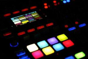 https://pixabay.com/en/digital-music-dj-technology-1744118/